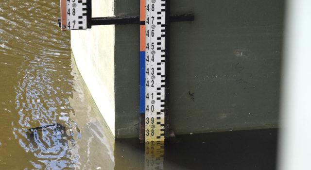 Woda wOdrze poniżej stanu ostrzegawczego