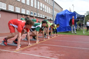 Start wbiegu na100 m chłopców