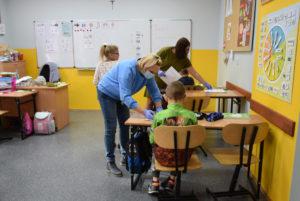 Lekcja wmłodszych klasach wSOSW odbywają się stacjonarnie