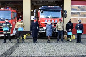 Starosta Nowosolski, Komendant PSP orazprzedstawiciele jednostek, którzyodebrali pakiety ochronne
