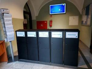 W holu starostwa jest 5 skrzynek, doktórychmożna składać dokumenty