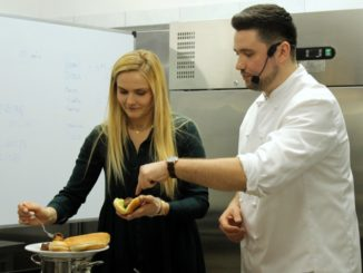 Charytatywną lekcję gotowania poprowadził Chef Lorek