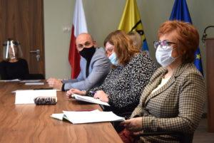 W spotkaniu uczestniczyli dyrektorzy szkół Powiatu Nowosolskiego