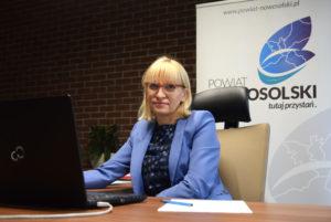 Starosta Nowosolski Iwona Brzozowska podczas spotkania on-line zesłużbami wojewody