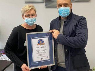 Iwona Małczak odebrała certyfikat