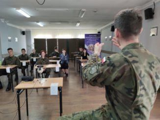 W spotkaniu uczestniczyli uczniowie klas z innowacją wojskową