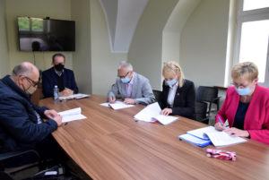 podpisanie umów narealizację powiatowych inwestycji drogowych