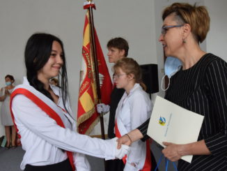 Sylwia Wojtasik wręczyła nagrodę Absolwent Roku w SOSW